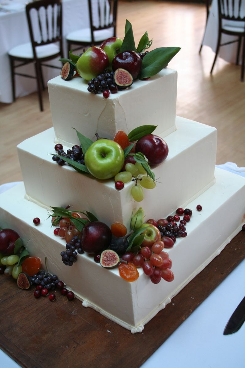 Cake decorate with fruit