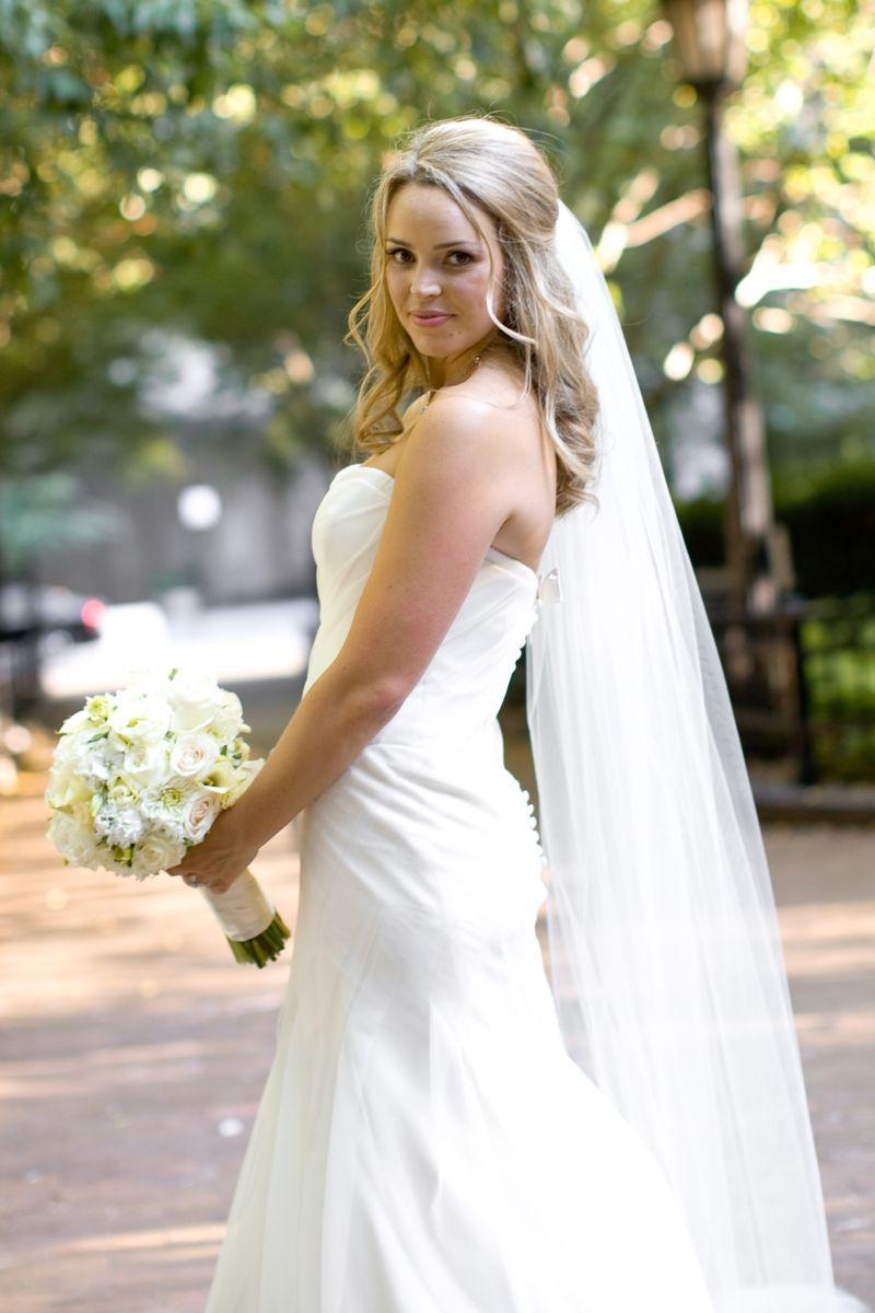 Bride_Ivory Bridal Bouquet_Scarlet Petal