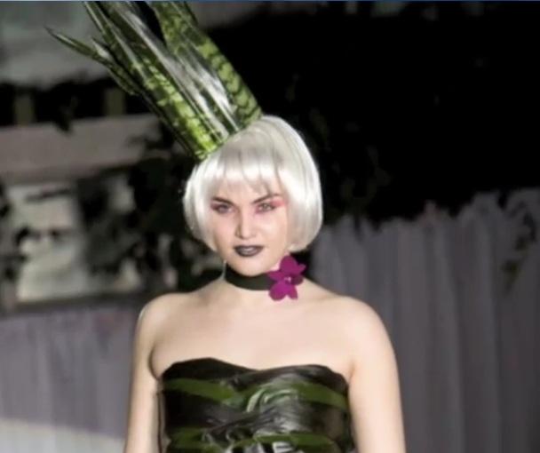 Scarlet Petal Fleurotica 2011v2