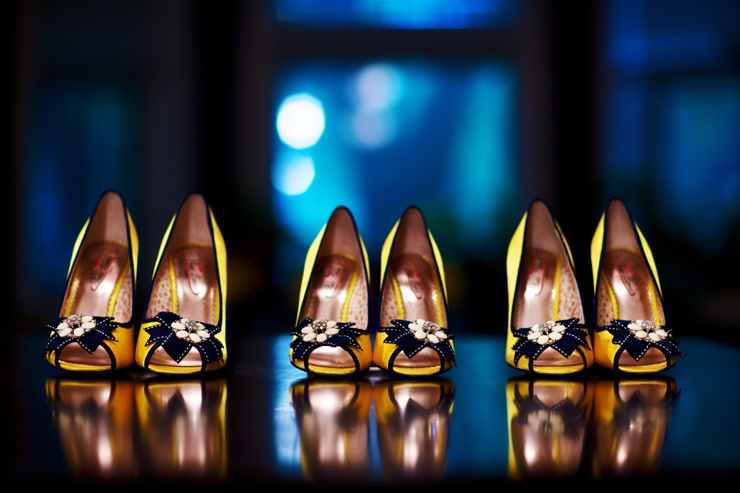 Bridesmaids-shoes-chicago-wedding-photographer-old-town-kevin-weinstein-photography_scarlet-petal