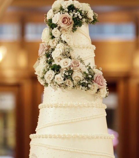 White Wedding Cake with White Flowers_Scarlet Petal