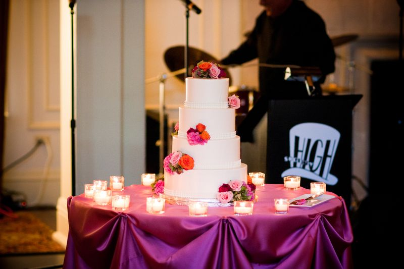 Wedding Cake_Fresh Flowers_Saddle and Cycle Club Wedding_Scarlet Petal