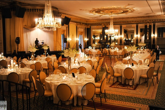 White Wedding_Empire Room Palmer House Hilton Wedding _Scarlet Petal Weddings
