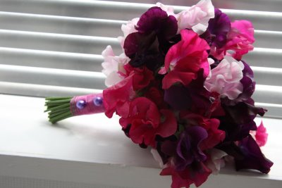 Bridesmaids_Bouquet_of_sweet_peas