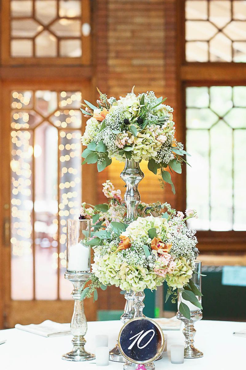 Celadon White Blush Wildflower Centerpiece_Cafe Brauer_Scarlet Petal
