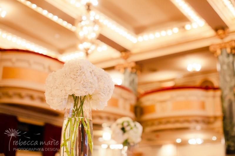 White Hydrangea Centerpiece _ Scarlet Petal _ School of the Art Institute Wedding Chicago