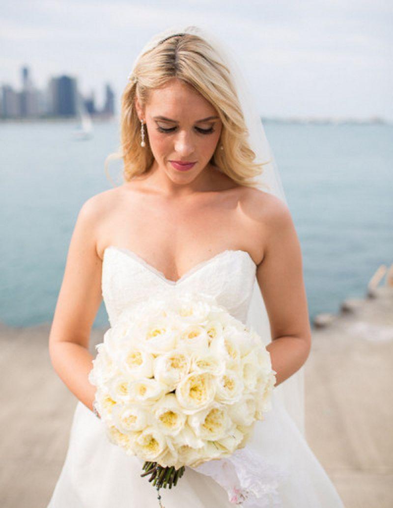 Chicago_drake_hotel_wedding_by_emilia_jane_photography_scarlet_petal_flowers_white_rose_bouquet