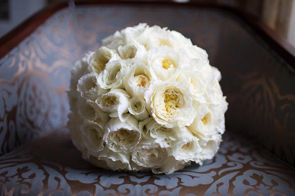 Chicago_drake_hotel_wedding_by_emilia_jane_photography_scarlet_petal_flowers_white_garden_rose_bouquet